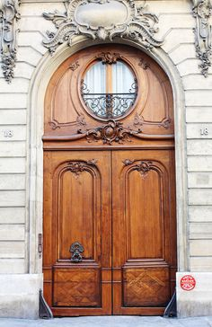 Loft haussmannien: visite décorative - Clem Around The Corner - Lilly is Love Cool Doors, Unique Doors, The Doors, Entrance Doors, Windows And Doors, Doorway, Grand Entrance, When One Door Closes, Brown Doors