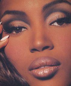 Naomi Campbell beauty by Kevyn Aucoin 90s Makeup Look, Makeup Eye Looks, Cute Makeup, Glam Makeup, Pretty Makeup, Makeup Inspo, Makeup Inspiration, Makeup Tips, Beauty Makeup