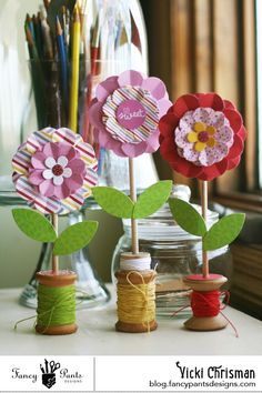 Spool Flowers by Vicki Chrisman for Fancy Pants Designs Wooden Spool Crafts, Wooden Spools, Button Bouquet, Button Flowers, Easter Crafts, Fun Crafts, Diy And Crafts, Fabric Flowers, Paper Flowers