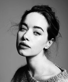 'Reign' Star Anna Popplewell Opens Up