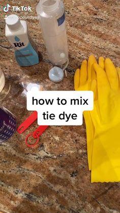 Diy Tie Dye Mix, Tie Dye Tips, Diy Tie Dye Shirts, How To Tie Dye, How To Dye Fabric, Tye Dye, Diy Natural Tie Dye, Marie Youtube, Homemade Tie Dye