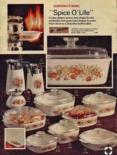 My mom had this vintage corningware. Vintage Dishes, Vintage Glassware, Vintage Kitchen, Antique Bottles, Vintage Recipes, Vintage Advertisements, Vintage Ads, Vintage Tools, Vintage Signs