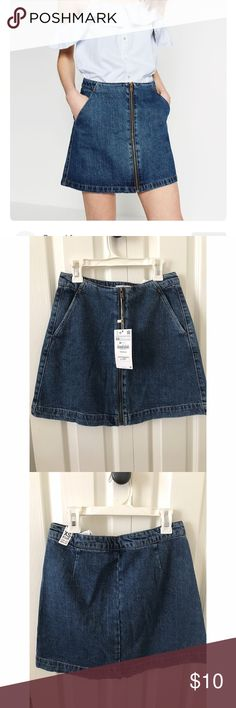 BNWT ZARA DENIM MINI SKIRT Purchased in spain from main zara store. Never been worn BNWT. Size xs but runs big. Fits 25-27w. High waisted mini skirt perfect for summer. Paired perfectly with body suit and a belt Zara Skirts Mini