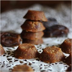 Date coconut almond sweets (raw)
