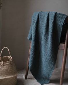 "196 mentions J'aime, 1 commentaires - Atelier Particulier (@atelierpart) sur Instagram : ""Notre Serviette de Bain lin est disponible en précommande sur l'e-shop. Ultra-polyvalente, les…"" Formation Photo, Blanket, Instagram, Home Decor, Budget, Towel, Towels, Atelier, Decoration Home"