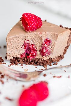 Milk Chocolate Mousse Tart with Raspberries Vegan Ramen, Raspberries, Cheesecakes, Vanilla Cake, Caramel, Sweet Tooth, Dessert Recipes, Sweets, Cookies