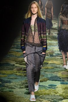 Dries Van Noten Spring 2015 Ready-to-Wear Fashion Show - Charlotte Lindvig (Ford)
