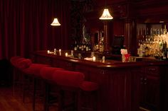 tre dici Steak (bar view) is a treasure tucked-away in NYC with classy & intimate New Orleans style interior that serves classic southern Italian cooking. Earth To Echo, 1920s Aesthetic, Speakeasy Bar, Whisky Bar, Piano Bar, Female Character Inspiration, Dive Bar, Grand Piano, Vintage Bar