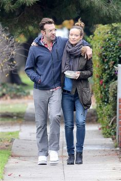 Jason Sudeikis and Olivia Wilde enjoy a stroll after their lunch date at Little Dom's in Los Feliz, Calif., on Dec. 7, 2013.