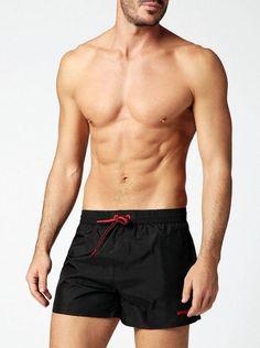Bañadores masculinos tipo shortLos bañadores cortos de hombre cada vez tienden más a dejar ver pierna, es una tendencia que entre nuestros clientes de la tienda de Varela Íntimo viene sucediendo desde...