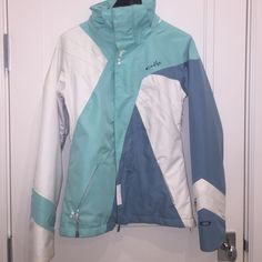 Shop Women's Oakley Blue White size XS Puffers at a discounted price at Poshmark. Description: womens ski jacket from Oakley. used but in very good condition!. Sold by aschaftel. Fast delivery, full service customer support.