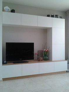 Ikea hack Besta - We made a customized entertainment wall unit with Ikea Besta and painted plywood - Houses interior designs Ikea Entertainment Units, Home Entertainment Centers, Entertainment Products, Ikea Hack Besta, Ikea Hacks, Ikea Living Room, Ikea Cabinets, Upper Cabinets, Kitchen Cabinets