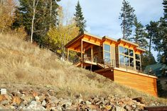 This year's best small home is a ft. prefab cabin located on Lake Pend Orielle in the Idaho panhandle. Small Tiny House, Tiny House Cabin, Small House Plans, Tiny Houses, Prefab Cabins, Prefab Homes, Contemporary Cabin, Tiny House Exterior, Modern Cottage