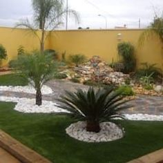 Muestras de trabajo par Jardines Paisajismo Y Decoraciones Elyflor - Landscaping Around Trees, Landscaping With Rocks, Outdoor Landscaping, Front Yard Landscaping, Back Gardens, Outdoor Gardens, Easy Garden, Tropical Garden, Landscape Design