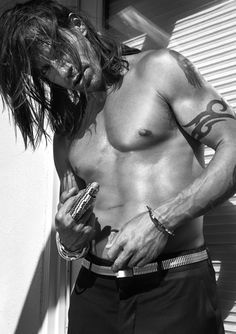Anthony Kiedis - i always had an odd crush on him...this picture makes me understand it a bit :)
