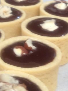mini chocolate hazelnut tarts Chocolate Hazelnut, Tarts, Minis, Pudding, Cookies, Desserts, Food, Mince Pies, Crack Crackers