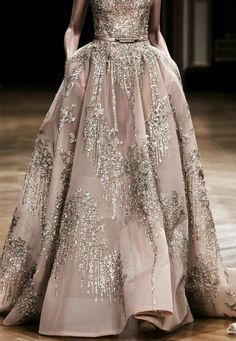 Ziad Nakad Haute Couture Fall/Winter (I like how heavy and rich that skirt looks) Style Couture, Couture Fashion, Runway Fashion, Evening Dresses, Prom Dresses, Formal Dresses, Wedding Dresses, Indian Wedding Gowns, Long Dresses