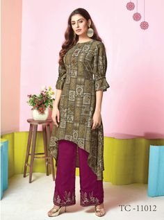 Wholesale Muslin Printed Stylish Event Wear Kurti With Bottom Collection.Renovate your boutique collection by adding this kurtis from the popular wholsale brand. Salwar Suits Pakistani, Patiala, Salwar Suits Simple, Fashion Hub, Icon Fashion, Salwar Suits Party Wear, Digital Print, How To Dye Fabric, Designer Dresses