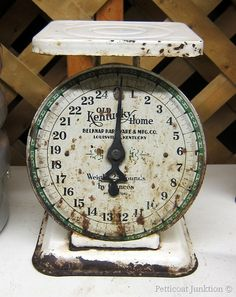 Old Kentucky home kitchen scale Old Kitchen, Farmhouse Kitchen Decor, Kitchen Items, Vintage Kitchen, Shabby Vintage, Vintage Decor, Vintage Items, Old Scales, Weighing Scale