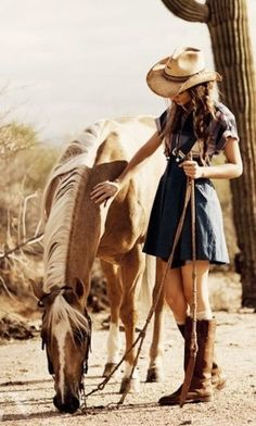 Cowgirl with her beautiful palomino western horse Cute Horses, Pretty Horses, Horse Love, Beautiful Horses, Cowgirl And Horse, Cowgirl Style, Horse Riding, Horse Girl Photography, Equine Photography