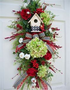 Summer birdhouse swag  http://timelessfloralcreations.com/