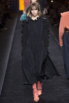 Fendi | Fall 2016 Ready-to-Wear Collection | Vogue Runway