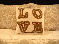 dresdencarrie: LOVE pillow tutorial