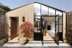 Sweet dreams are made of timber cladding and black framed windows. 💭⚡️️️️️️ Who am I to disagree? 😉 The Courtyard House by De Rosee Sa… Timber Garage, Modern Small House Design, Small Modern Cabin, Modern Barn House, Two Bedroom House, Casa Patio, Timber Cladding, London House, Courtyard House