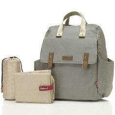 Le sac à langer Robyn convertible backpack rayé de la marque Babymel est très pratique par sa polyvalence : il permet d'être porté en sac-à-dos, sur l'épaule, en bandoulière ou à la main.Ses multiples poches vous permettront de ranger tout ce dont vous avez besoin. Vous aurez également une poche à lingettes pour changer efficacement votre enfant !