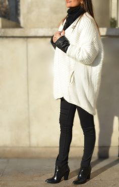 Contrast Streetstyle : Perfercto Schott - Maje Cardigan - Chanel Brooch - Maje Ankle boots