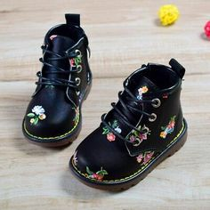 Floral Boots for Baby Girls shoes Floral Boots for Baby Girls Little Kid Fashion, Baby Girl Fashion, Toddler Fashion, Kids Fashion, Fashion Top, Ladies Fashion, Womens Fashion, Cute Baby Shoes, Cute Baby Girl