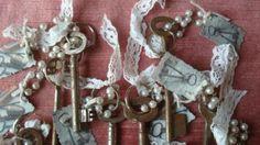 ≥ brocante oude sleutels -in schaal