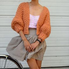 beautiful knitting — loopymango: 3 Day SALE: off Super Cropped. Knitwear Fashion, Knit Fashion, Look Fashion, Diy Tricot Crochet, Mode Crochet, Cropped Cardigan, Knit Cardigan, Brown Cardigan, Crochet Clothes