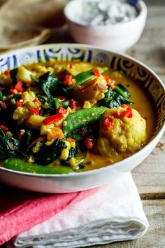 COCONUT VEGETABLE CURRY 1 onion finely chopped 2 garlic cloves piece of fresh ginger 2 T garam masala 2 t paprika 1 t ground turmeric 1 t sugar coco. Coconut Vegetable Curry, Vegetable Soup Healthy, Vegetable Stock, Veg Curry, Curry Soup, Coconut Curry, Curry Recipes, Vegetarian Recipes, Cooking Recipes
