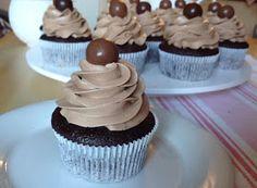 Blog o pečení všeho sladkého i slaného, buchty, koláče, záviny, rolády, dorty, cupcakes, cheesecakes, makronky, chleba, bagety, pizza. Cheesecake, Food And Drink, Cupcakes, Sweets, Cooking, Desserts, Pizza, Blog, Handmade