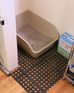 Control Kitty Litter In Your Home! Use rubber garage tiles from a home improvement store and place them under the litter box. The litter gets trapped in the holes and not tracked all over the house! Works better than the litter-trapping mats sold in pets Little Boxes, My New Room, Small Apartments, Studio Apartments, Small Spaces, College Apartments, Pet Store, Apartment Living, Clean Apartment