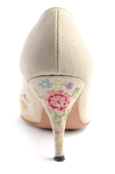 Embroidered stiletto heel, from the Charleston Museum. I did this with a pair of evening shoes many years ago. Embroidered the silk first, then took shoes and silk to an Italian shoe maker and he covered the shoes for me. Cross Stitching, Cross Stitch Embroidery, Hand Embroidery, Cross Stitch Patterns, Diy Broderie, Art Textile, Cross Stitch Flowers, Vintage Shoes, Couture