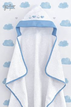 A Toalha com Capuz Gotinhas e Corações Chuva de Amor Azul – Linha Sabrina Sato… The Hooded Towel Droplets and Hearts Blue Love Rain – Sabrina Sato Mom Line is beautiful. Sabrina Sato, Baby Dress Design, Baby Bath Time, Baby Towel, Baby Sewing Projects, Cross Stitch Baby, Baby Room Decor, Baby Wearing, Kids And Parenting
