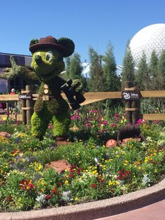 Mickey Mouse topiary, Epcot