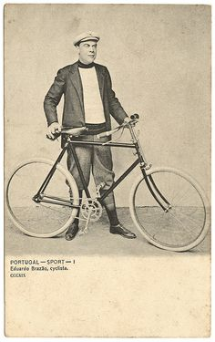 This postcard is the first sign i have ever found of 1900 era bicycles in Portugal. I thought people only rode donkeys and horses here by that time.