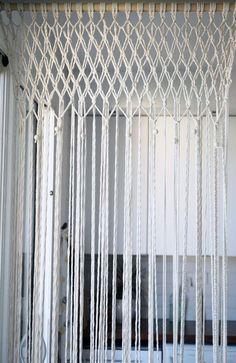 rideau en macramé; DIY; macramé moderne; réaliser un rideau en macramé; décor bohème; faire macramé; décoration avec macramé; macramé mural; modern macramé