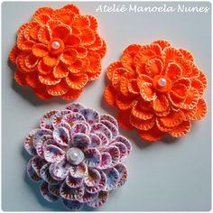 Ateliê Manoela Nunes: Lindas Flores de Feltro com Pétalas Bordadas! Apliques de Flores, Folhas e Borboleta de Feltro!