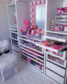 makeup room diy 34 ideas for makeup room design girly Makeup Room Diy, Makeup Rooms, Diy Makeup, Beauty Makeup, Ikea Makeup, Diy Beauty, Beauty Skin, Makeup Tips, Beauty Tips