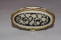 Weiteres - Vintage Pillendose mit Blumenornament  - ein Designerstück von VitaMonella bei DaWanda