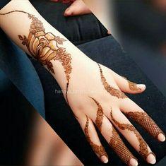 Photo by The Henna Gallery 🌿 on September Khafif Mehndi Design, Stylish Mehndi Designs, Mehndi Designs 2018, Mehndi Design Pictures, Dulhan Mehndi Designs, Beautiful Henna Designs, Mehndi Designs For Hands, Mehandi Designs, Mehendi