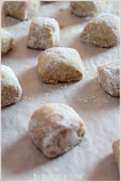 C'est le résumé des commentaires qui ont été fa. Canned Biscuits, Biscuits And Gravy, Dog Biscuits, Desserts With Biscuits, Easy Christmas Cookie Recipes, Dog Biscuit Recipes, Mantecaditos, Biscuit Cookies, Chocolate Chip Cookies