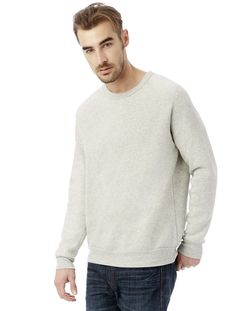An everyday crew neck sweatshirt with raglan sleeves for a vintage-inspired  look. <