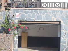 Housing located in the SUP-5, in front of the golf course located in the south of Fuerteventura, in the tourist area of Jandia. The property is located on a plot of 885 square meters, at number 5 Rocinante Street, a total of 10 homes located on said street.