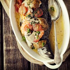 fish w/ mushrooms, prawns & cherry tomatoes. Crockpot Asian Recipes, Fish Recipes, Seafood Recipes, Chicken Recipes, Cooking Recipes, Healthy Recipes, Healthy Eats, Fish Dishes, Seafood Dishes