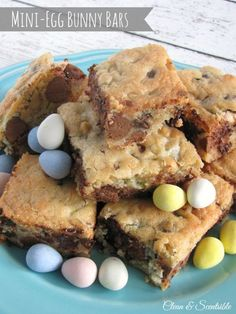 Mini Eggs Dessert Bars with #freeprintable from @cleanandscentsible via #WhipperBerry #easter